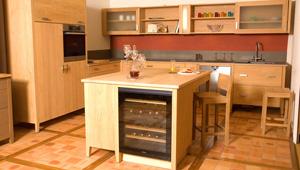 cuisines et meubles en bois massifs non trait le bois d. Black Bedroom Furniture Sets. Home Design Ideas